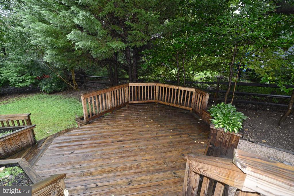 Multi Tier Deck - lower level - 11206 BRADBURY LN, RESTON