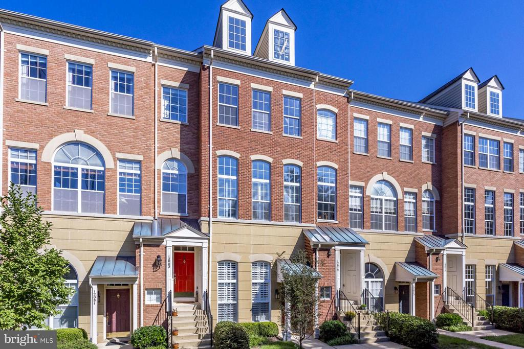 Nestled in a row of townhouses next to the town - 12079 TRUMBULL WAY, RESTON