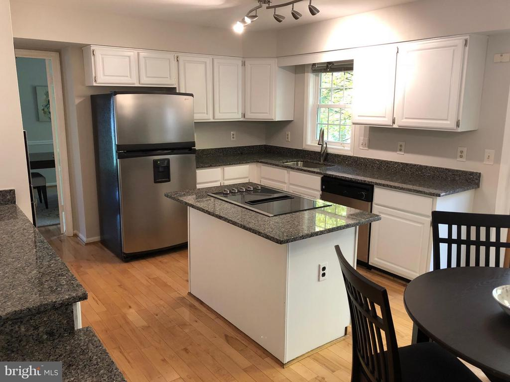 Great Updated Kitchen - 11206 BRADBURY LN, RESTON