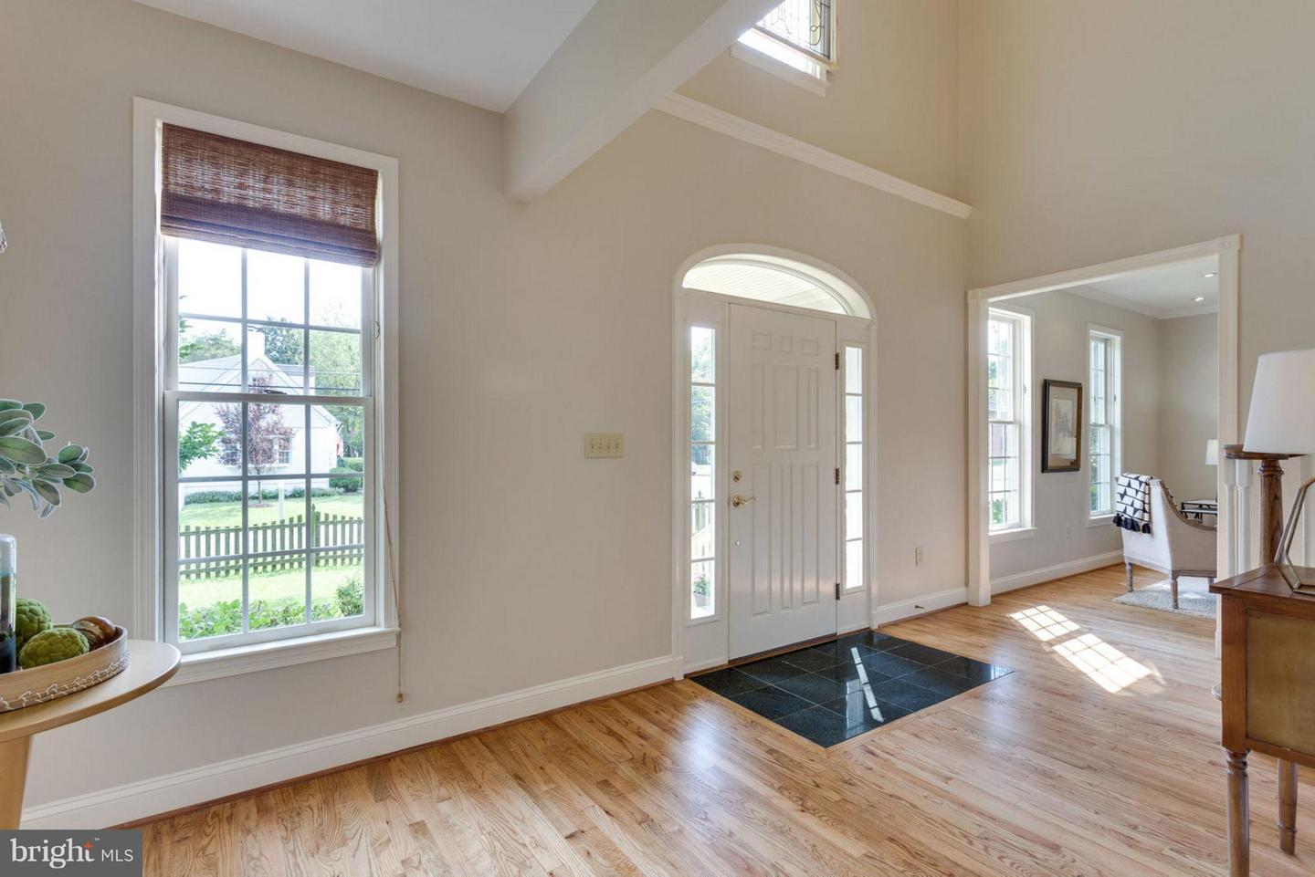 Additional photo for property listing at 1262 Olde Towne Rd Alexandria, Virginia 22307 United States