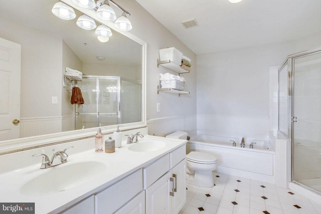 Owner's ensuite bathroom - 12079 TRUMBULL WAY, RESTON