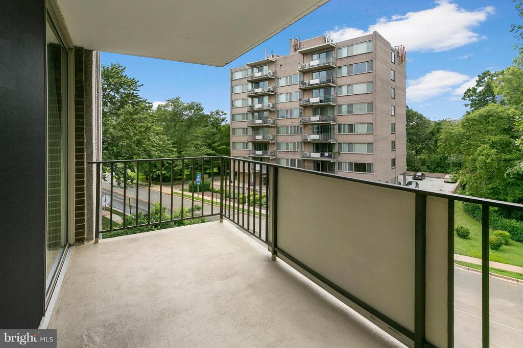 Private balcony - 1515 ARLINGTON RIDGE RD S #503, ARLINGTON