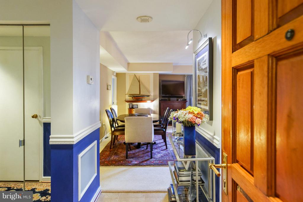 Foyer entrance - 1530 KEY BLVD #527, ARLINGTON
