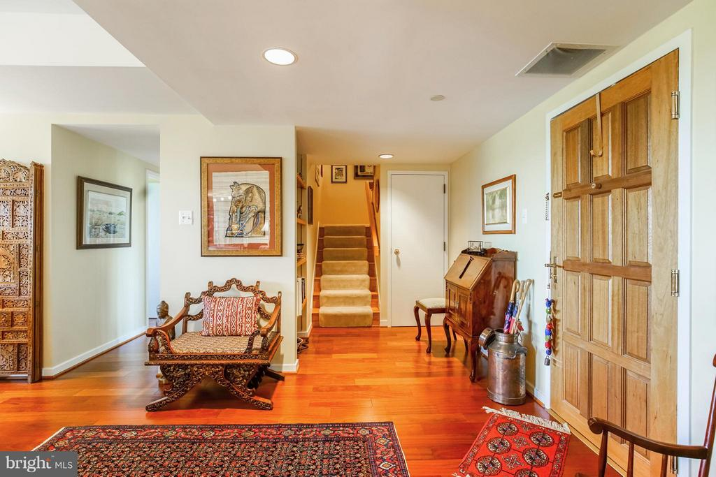 Foyer Entry - 1530 KEY BLVD #506, ARLINGTON