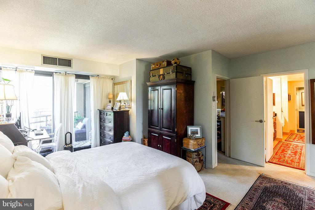 Bedroom (Master) - 1530 KEY BLVD #527, ARLINGTON