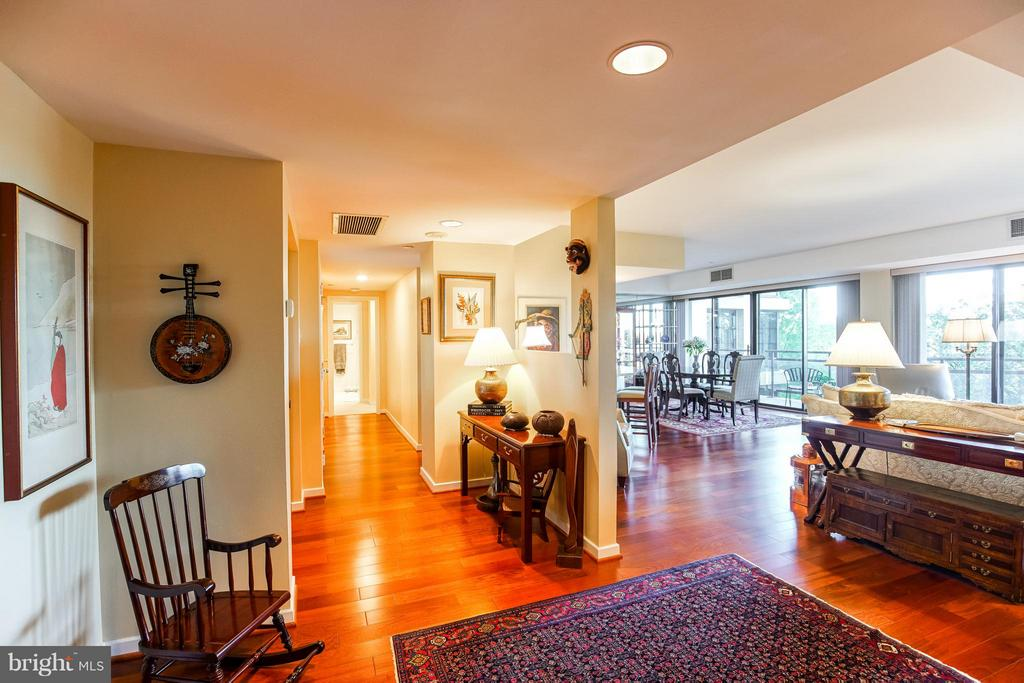 Foyer / Entrance - 1530 KEY BLVD #506, ARLINGTON