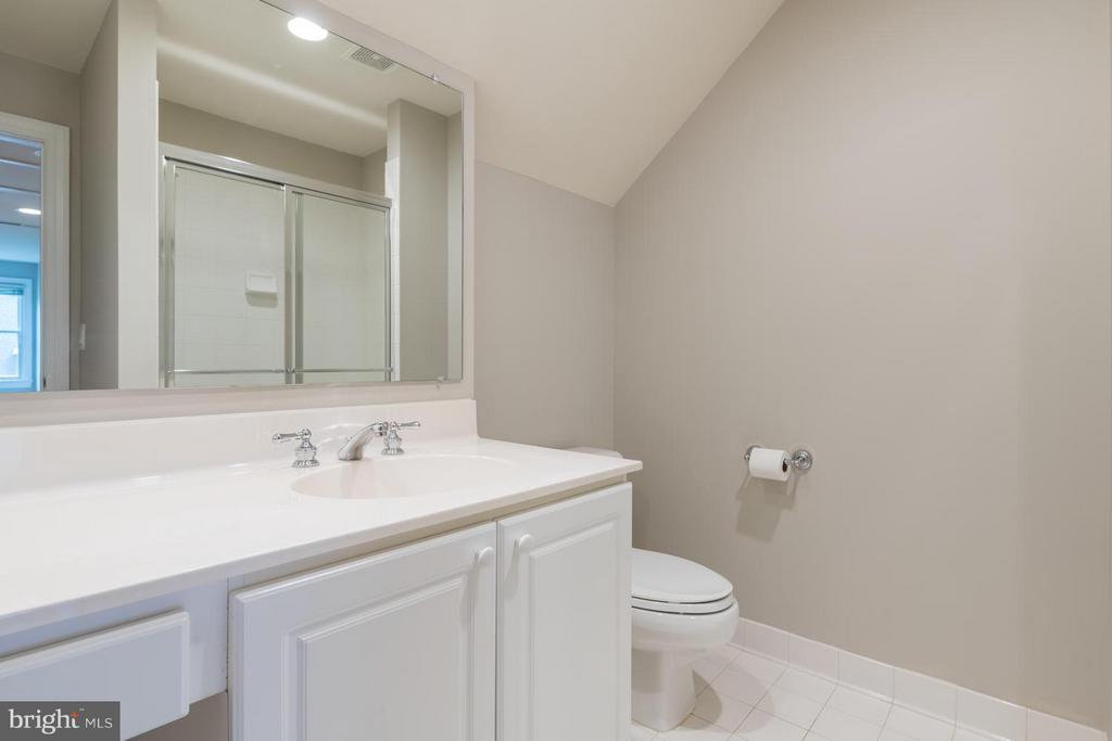 Full Bath 3 | Upper Level - 2121 21ST RD N, ARLINGTON