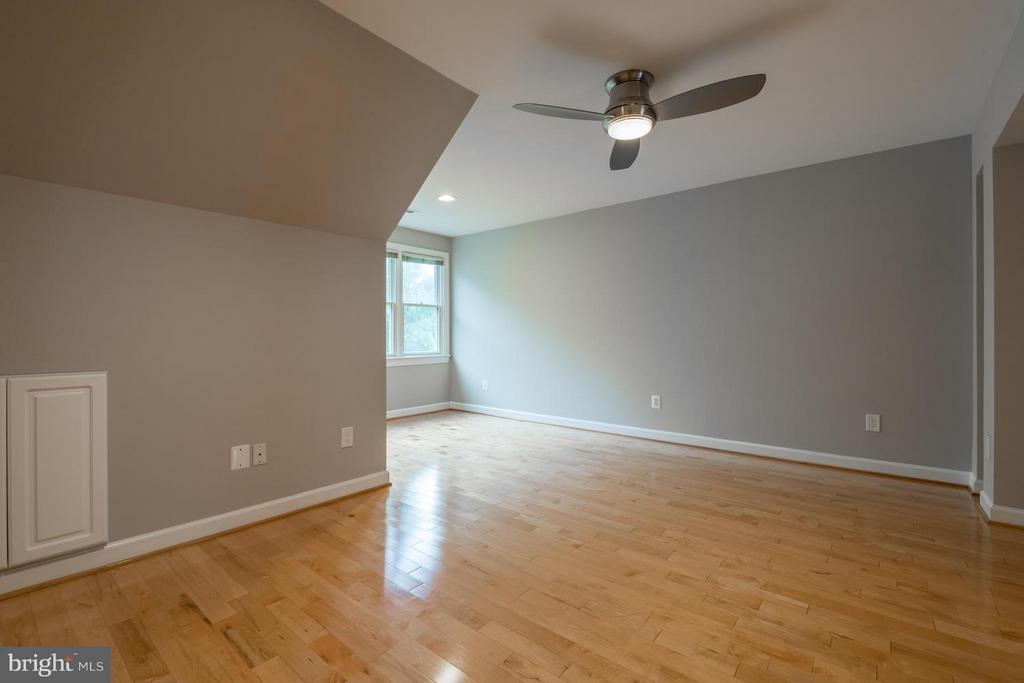 Upper Level Loft | Office | Home Gym - 2121 21ST RD N, ARLINGTON