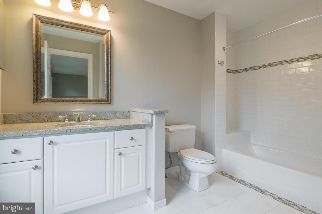 Full Bath 2 | En-Suite - 2121 21ST RD N, ARLINGTON
