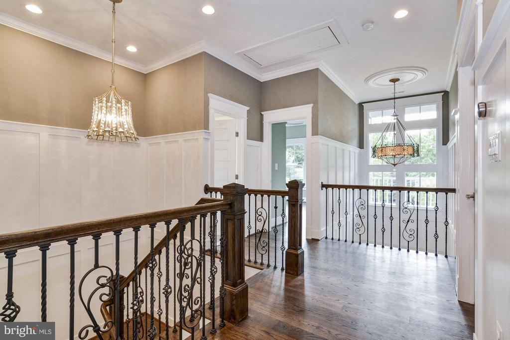 Large landing w/custom crafted stair railing! - 5601 WILLIAMSBURG BLVD, ARLINGTON