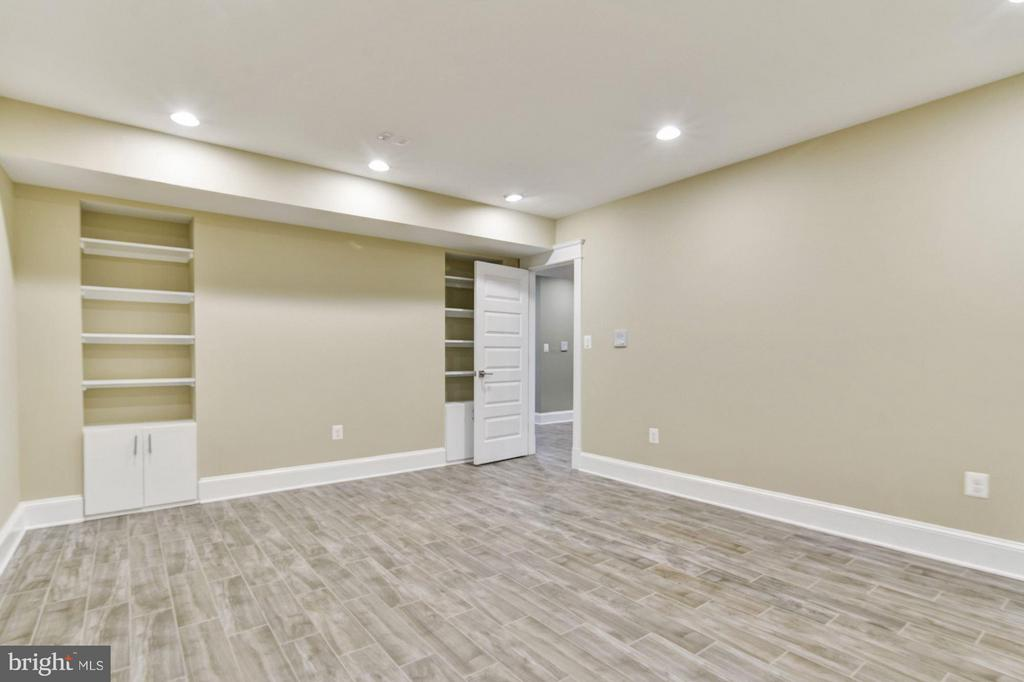 Media/Theater room perfect for movies ! - 5601 WILLIAMSBURG BLVD, ARLINGTON