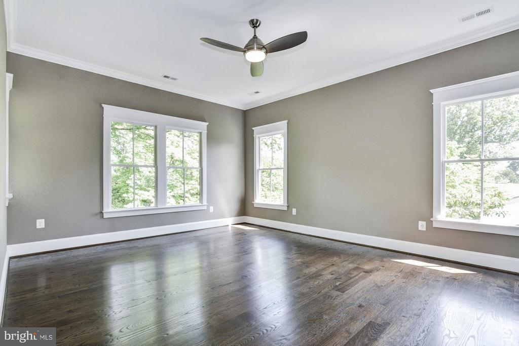 Large 3rd Bedroom or Work Out Space (Upstairs)! - 5601 WILLIAMSBURG BLVD, ARLINGTON