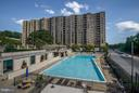 Huge community outdoor pool - 4600 FOUR MILE RUN DR #303, ARLINGTON