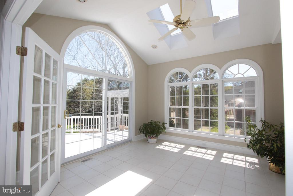 Gorgeous Sunroom w Skylights. - 2107 POLO POINTE DR, VIENNA