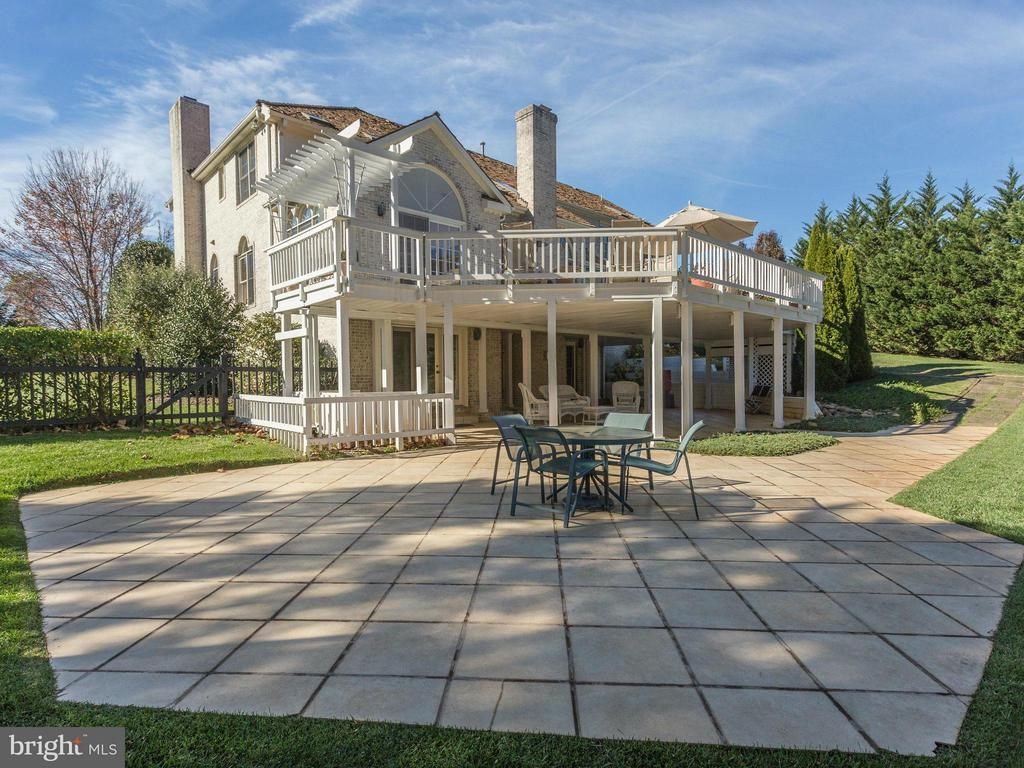 Outdoor Entertaining on the Patio or Deck. - 2107 POLO POINTE DR, VIENNA