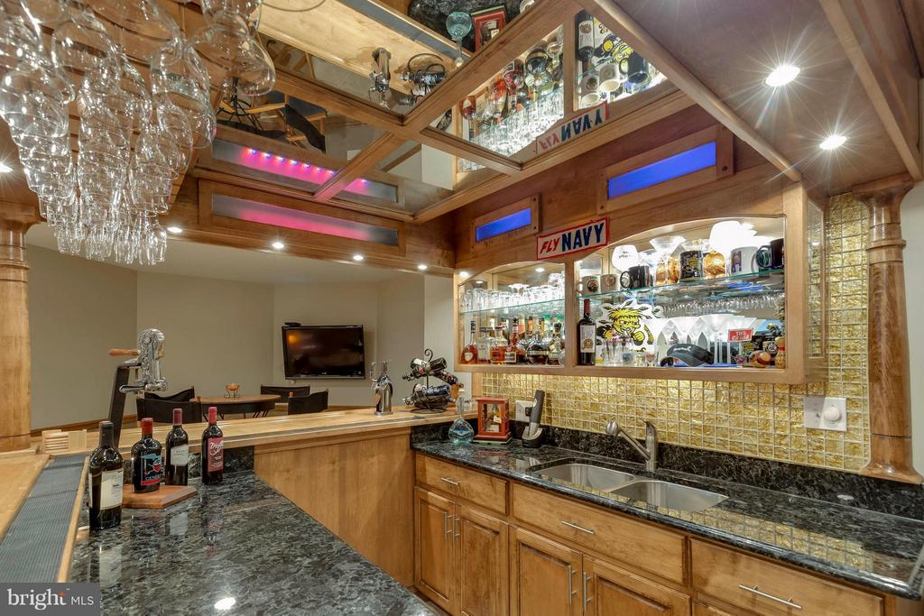 AMAZING CUSTOM Built BAR w Color Changing Lights - 40821 HANNAH DR, WATERFORD