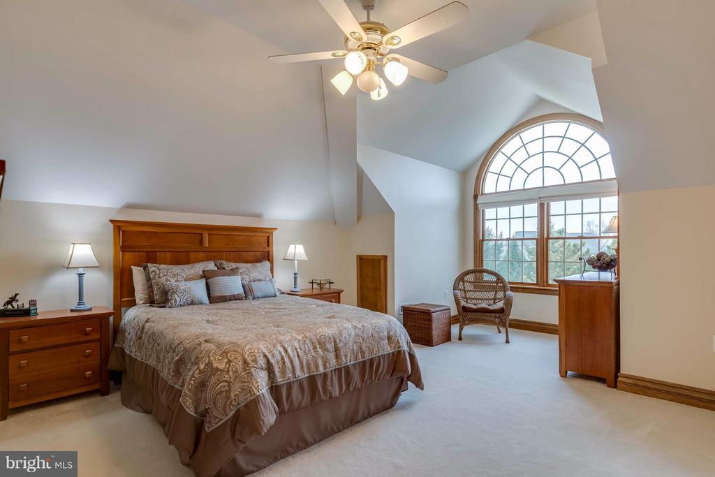 Second Master Bedroom Suite - on 2nd Level - 40821 HANNAH DR, WATERFORD