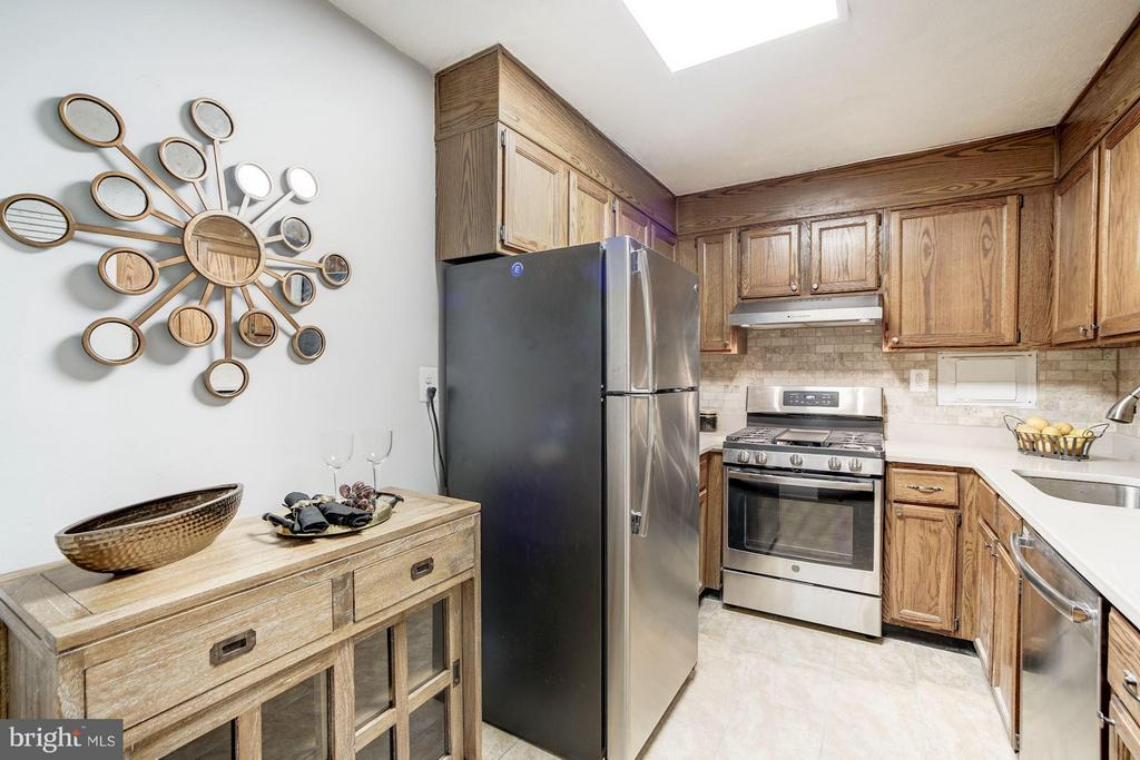 Brand new stainless steel appliances! - 4600 FOUR MILE RUN DR #303, ARLINGTON