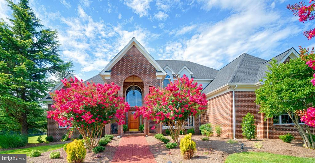 One-Of-A-Kind  MUST SEE Custom Home! - 40821 HANNAH DR, WATERFORD