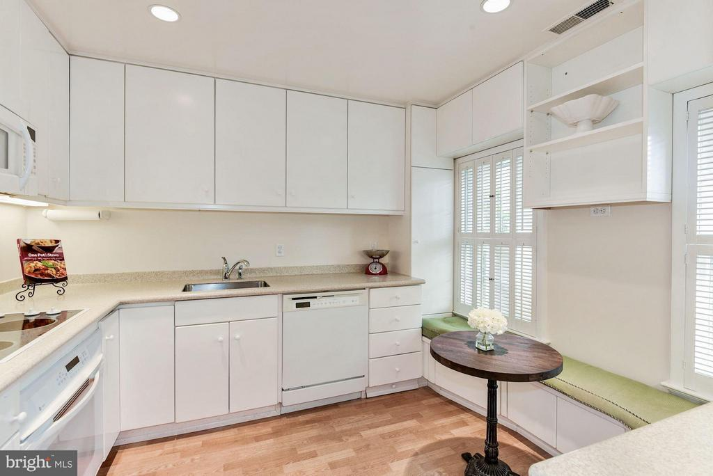 Kitchen With Table Space - 223 PRINCESS ST, ALEXANDRIA