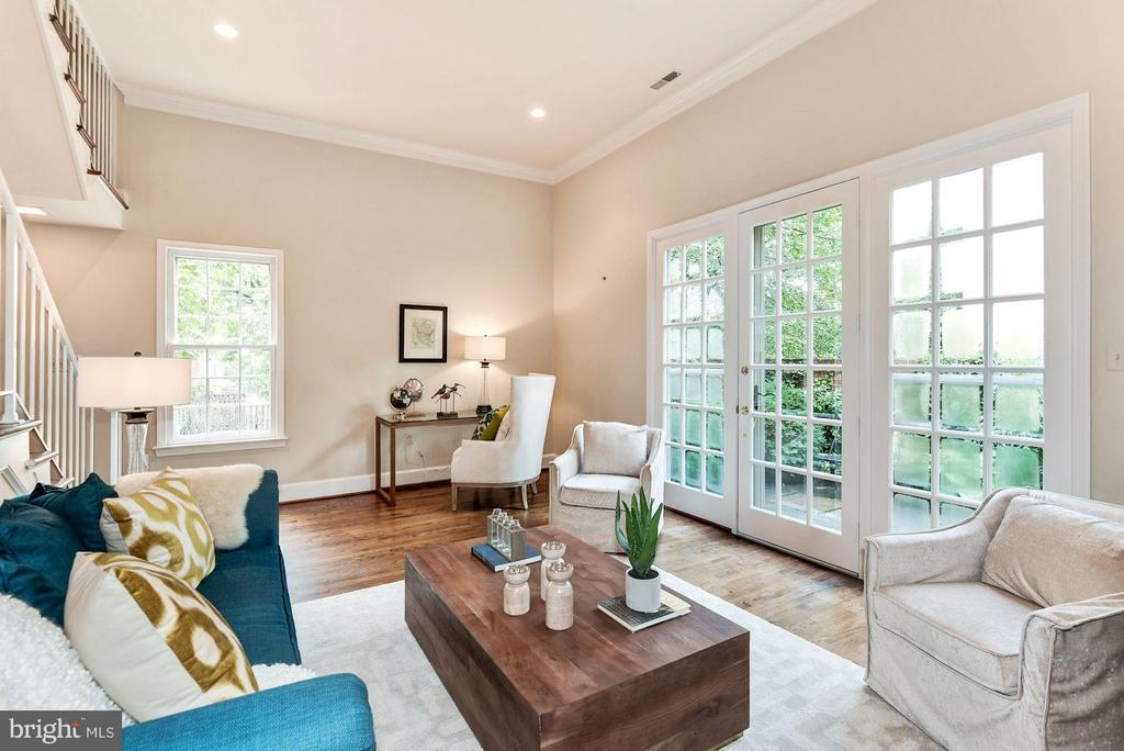Expansive French Doors Lead To Private Patio - 223 PRINCESS ST, ALEXANDRIA