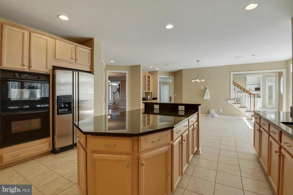 New Dishwasher and Microwave. Dual ovens!! - 42739 CEDAR RIDGE BLVD, CHANTILLY