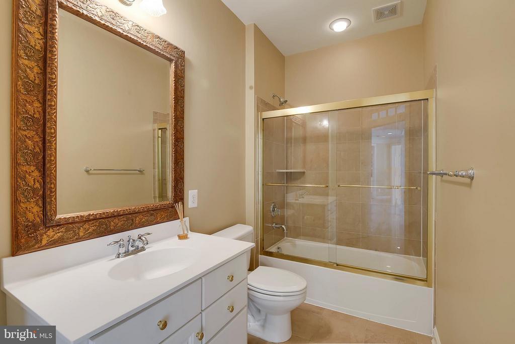 Main Level Full Bath - 42739 CEDAR RIDGE BLVD, CHANTILLY