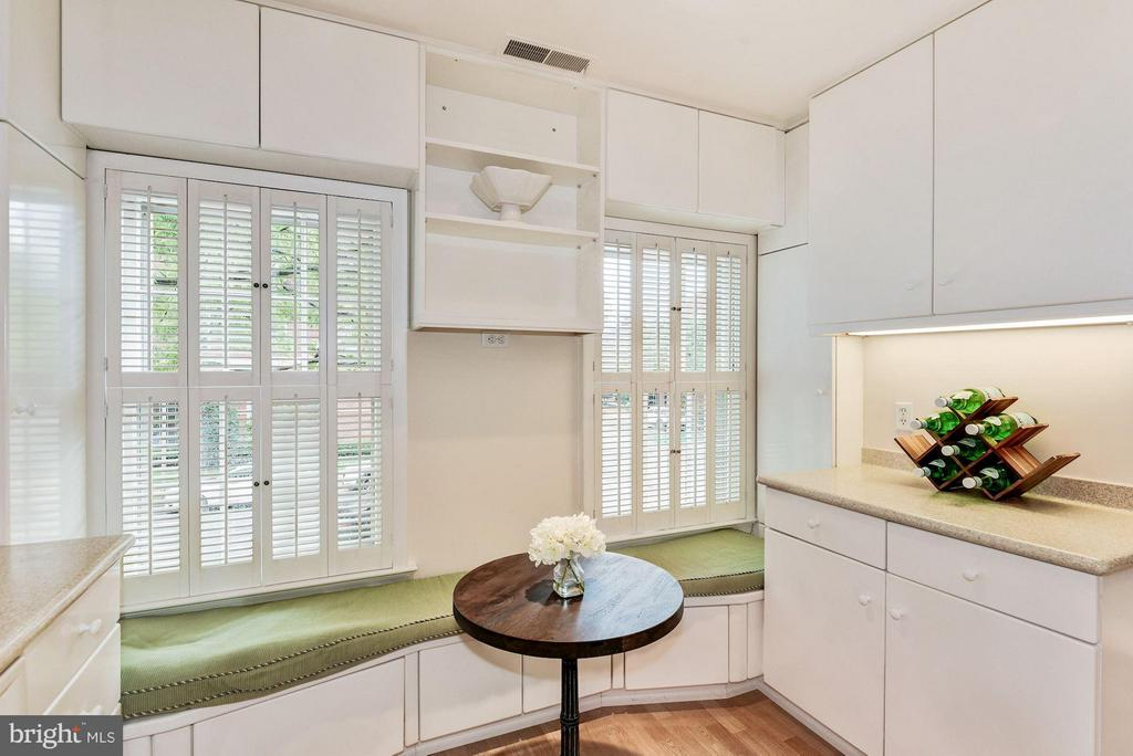 Kitchen With Charming Storage Bench - 223 PRINCESS ST, ALEXANDRIA