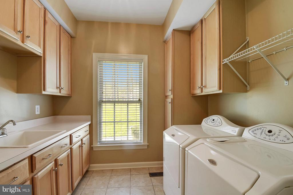 This room may make you want to do the laundry? - 42739 CEDAR RIDGE BLVD, CHANTILLY