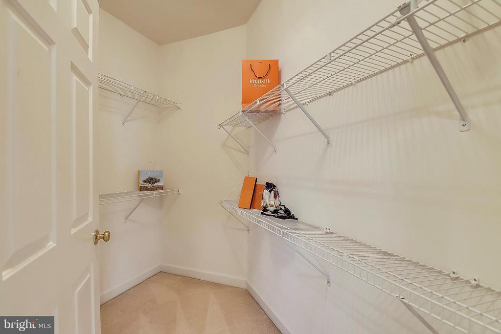 Another Generous Closet - 42739 CEDAR RIDGE BLVD, CHANTILLY