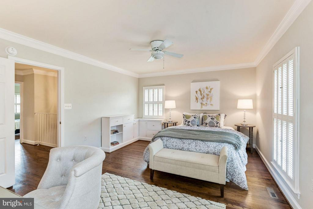 Master Bedroom With Custom Built-ins - 223 PRINCESS ST, ALEXANDRIA