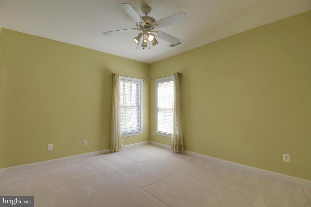 Another Bdrm with ensuite bath and walk in closet - 42739 CEDAR RIDGE BLVD, CHANTILLY