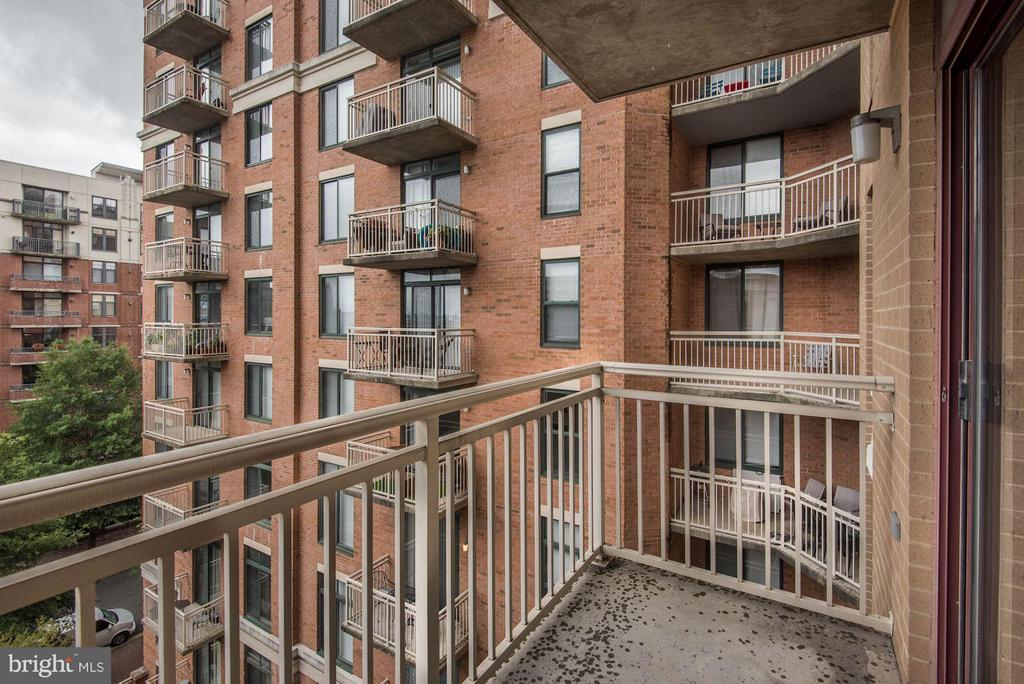 Balcony with southern exposure - 1201 GARFIELD ST #602, ARLINGTON