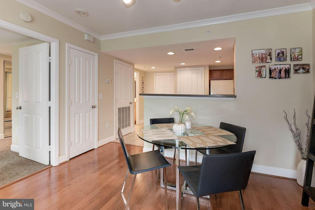 Hardwood floors throughout! - 1201 GARFIELD ST #602, ARLINGTON
