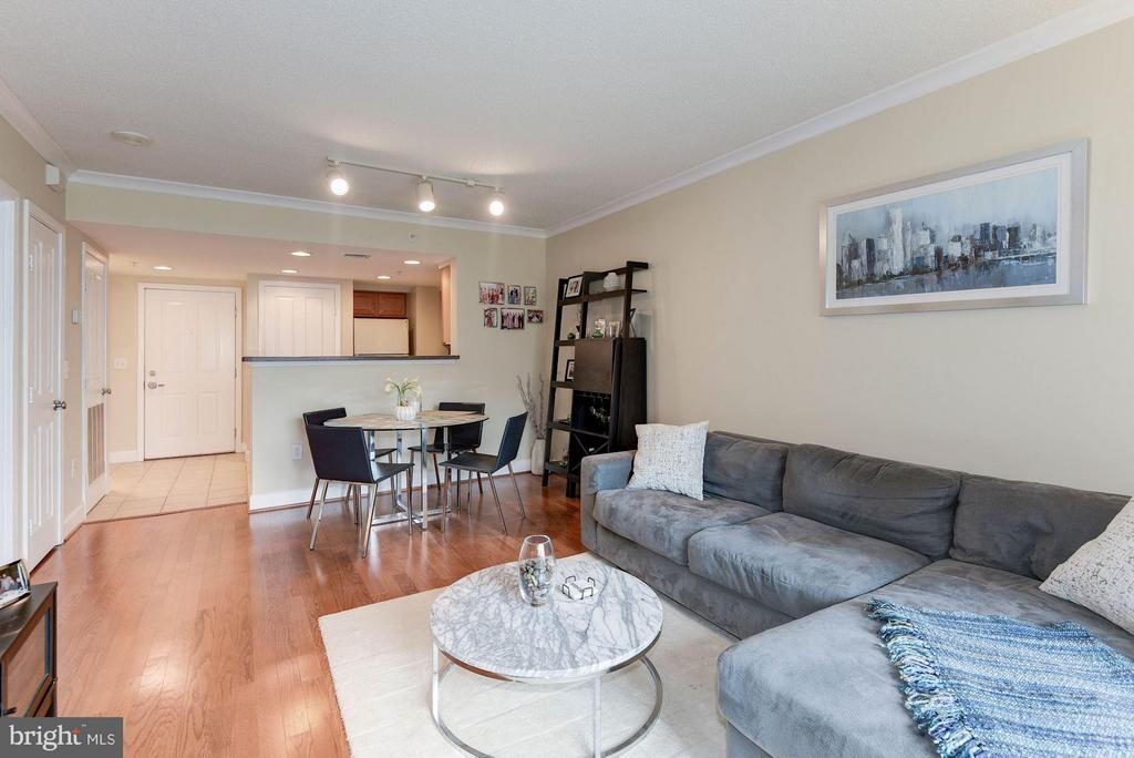 Great floor plan - 1201 GARFIELD ST #602, ARLINGTON