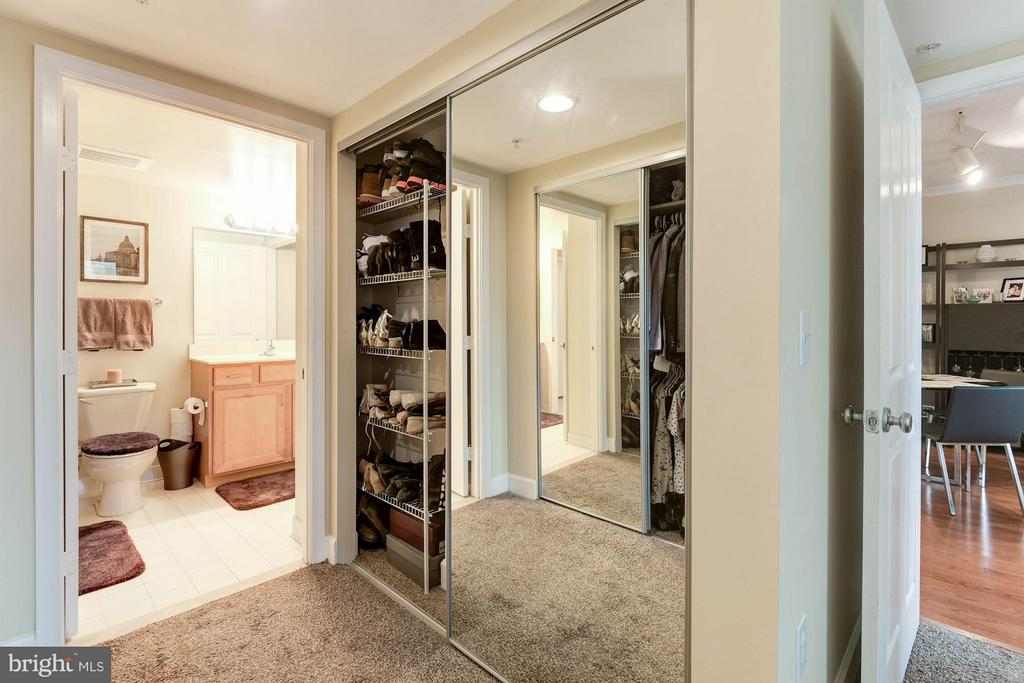 Great closet space in the master bedroom! - 1201 GARFIELD ST #602, ARLINGTON