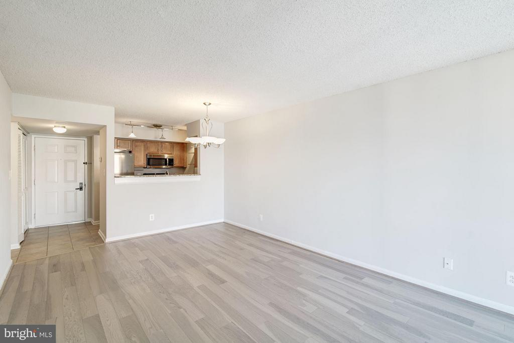 Spacious living and dining area! - 1024 UTAH ST #820, ARLINGTON