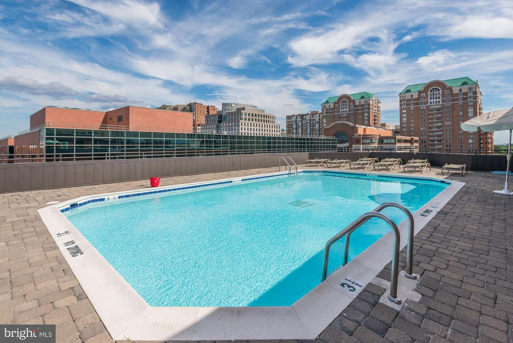 Rooftop Pool - 1024 UTAH ST #820, ARLINGTON