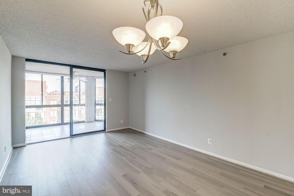 Dining/kitchen lead out to the sunroom - 1024 UTAH ST #820, ARLINGTON