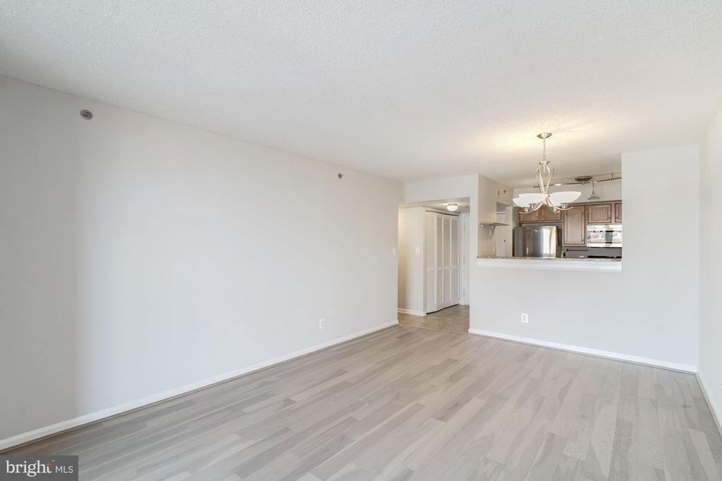 700 square feet PLUS the sunroom! - 1024 UTAH ST #820, ARLINGTON