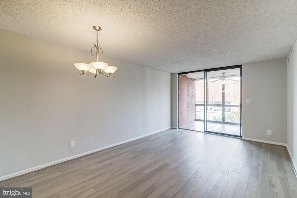 Brand new engineered hardwood floors! - 1024 UTAH ST #820, ARLINGTON