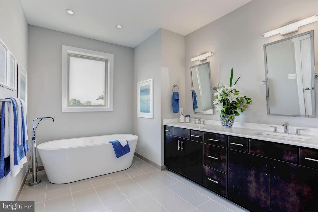 Bath (Master) - 702 ELDEN ST, HERNDON