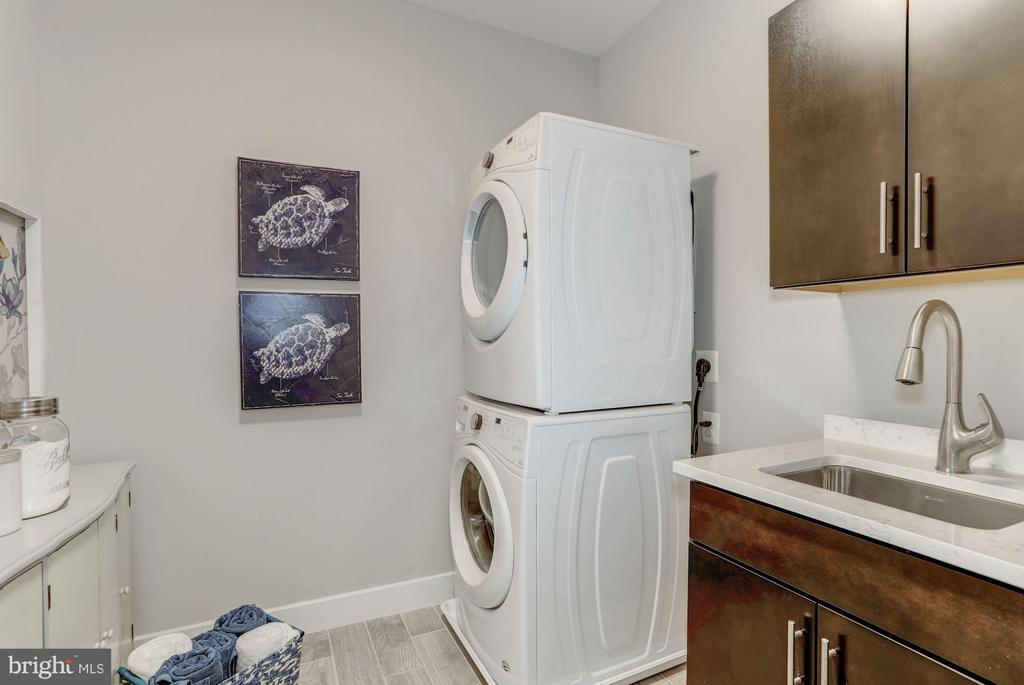 Laundry on bedroom level - 702 ELDEN ST, HERNDON