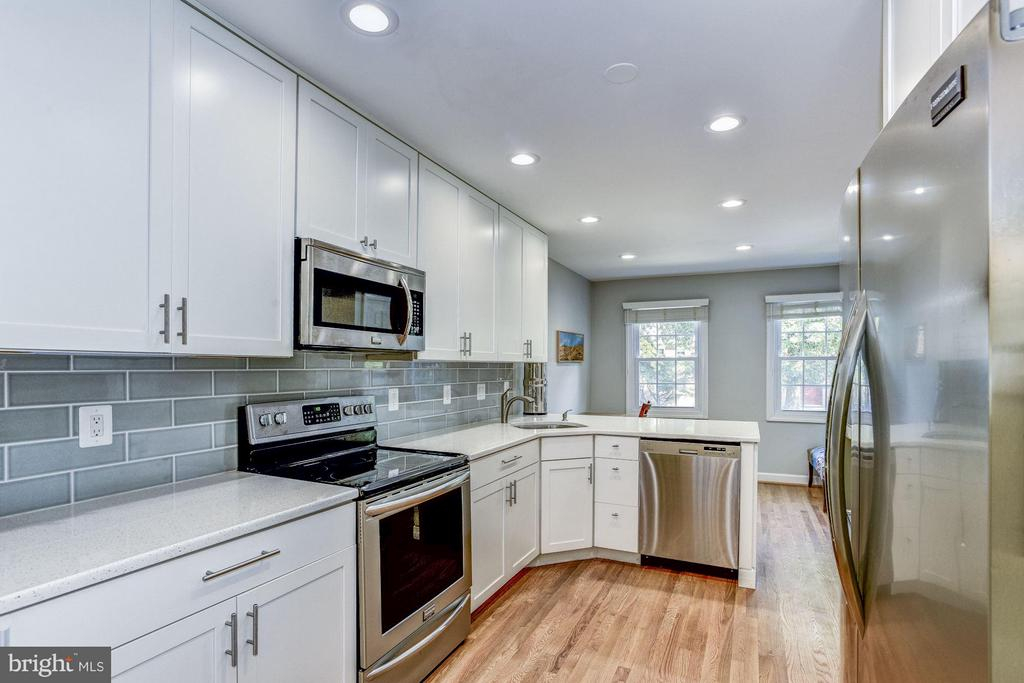 Renovated Kitchen - 11715 NORTH SHORE DR, RESTON