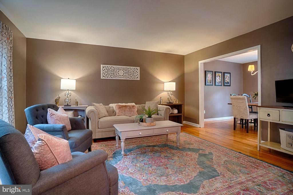 Living Room - 6018 WATERBURY CT, SPRINGFIELD