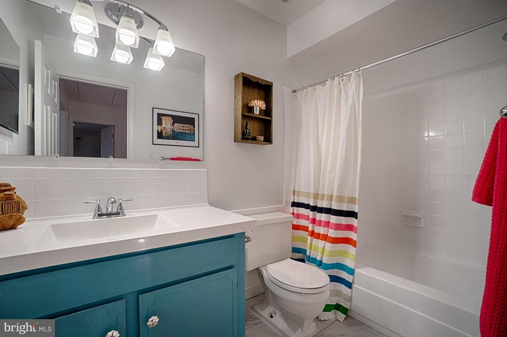 Newly Renovated Hall Bath-Gorgeous! - 6018 WATERBURY CT, SPRINGFIELD