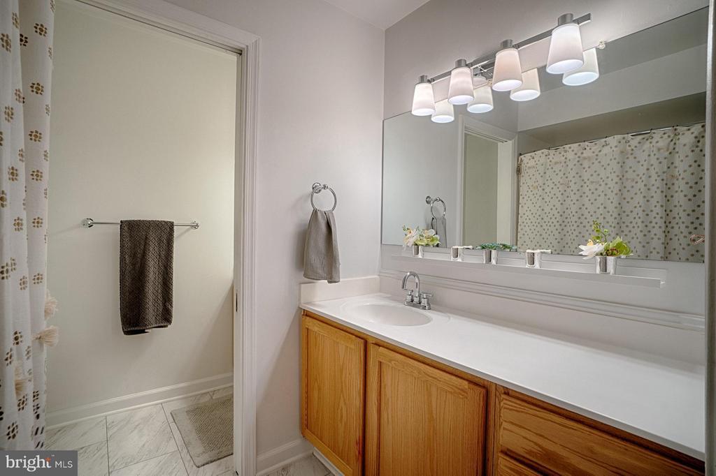 Bath (Master) - 6018 WATERBURY CT, SPRINGFIELD