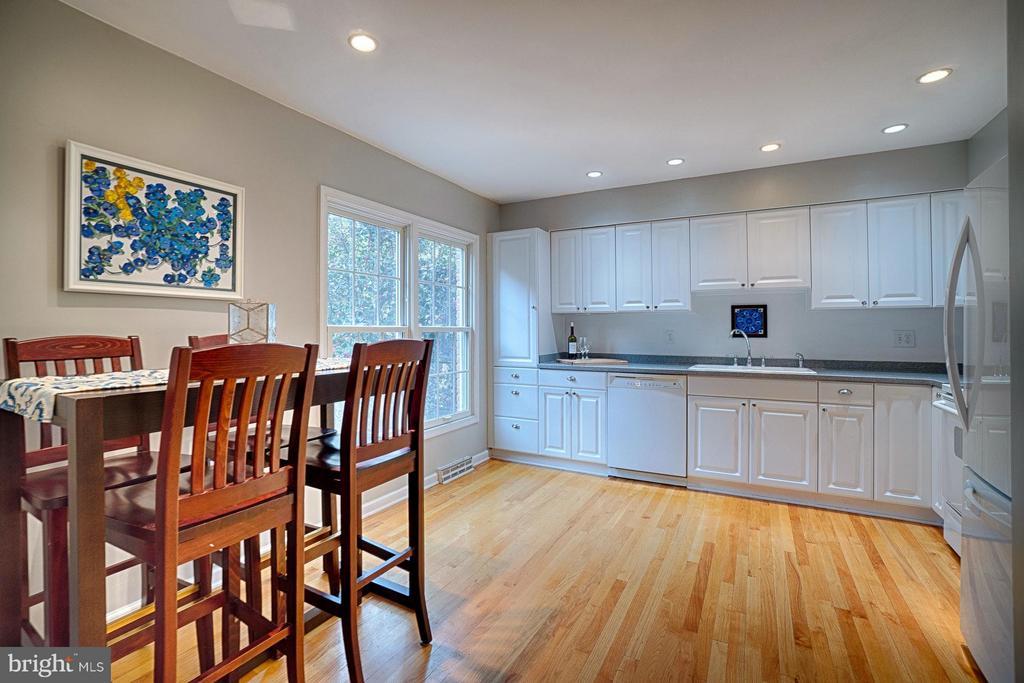 Kitchen - 6018 WATERBURY CT, SPRINGFIELD
