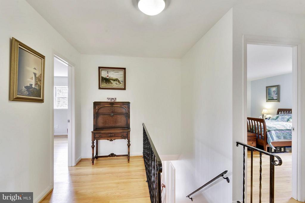 Upper level Foyer can be library,  studio, play - 2610 MARCEY RD, ARLINGTON
