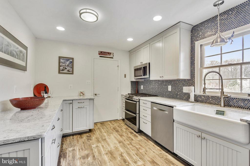 2018 renovated- new counters-cabinets- stove, etc - 2610 MARCEY RD, ARLINGTON